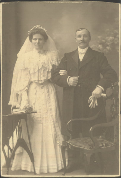 2008.40.6.12 Cabinet portrait of a Scottish bride and groom, 1900-1905
